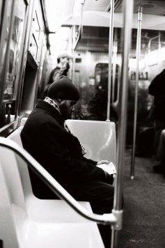 Tri X / 24x36 / Man reading the Coran. Subway.