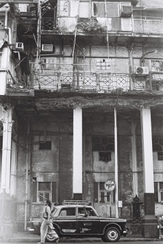 Tri X / 24x36 / Façade d'immeuble - Bombay