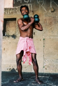 Tri X / 24x36 / Bodybuilders 2 - Varanasi